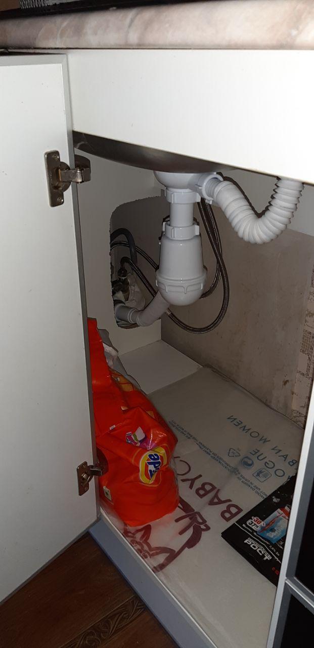 Фото Установка сифона на кухонную мойку