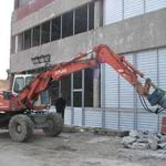 Услуги Аренда гидромолота Киев. Демонтаж стен, фундаментов, зданий.