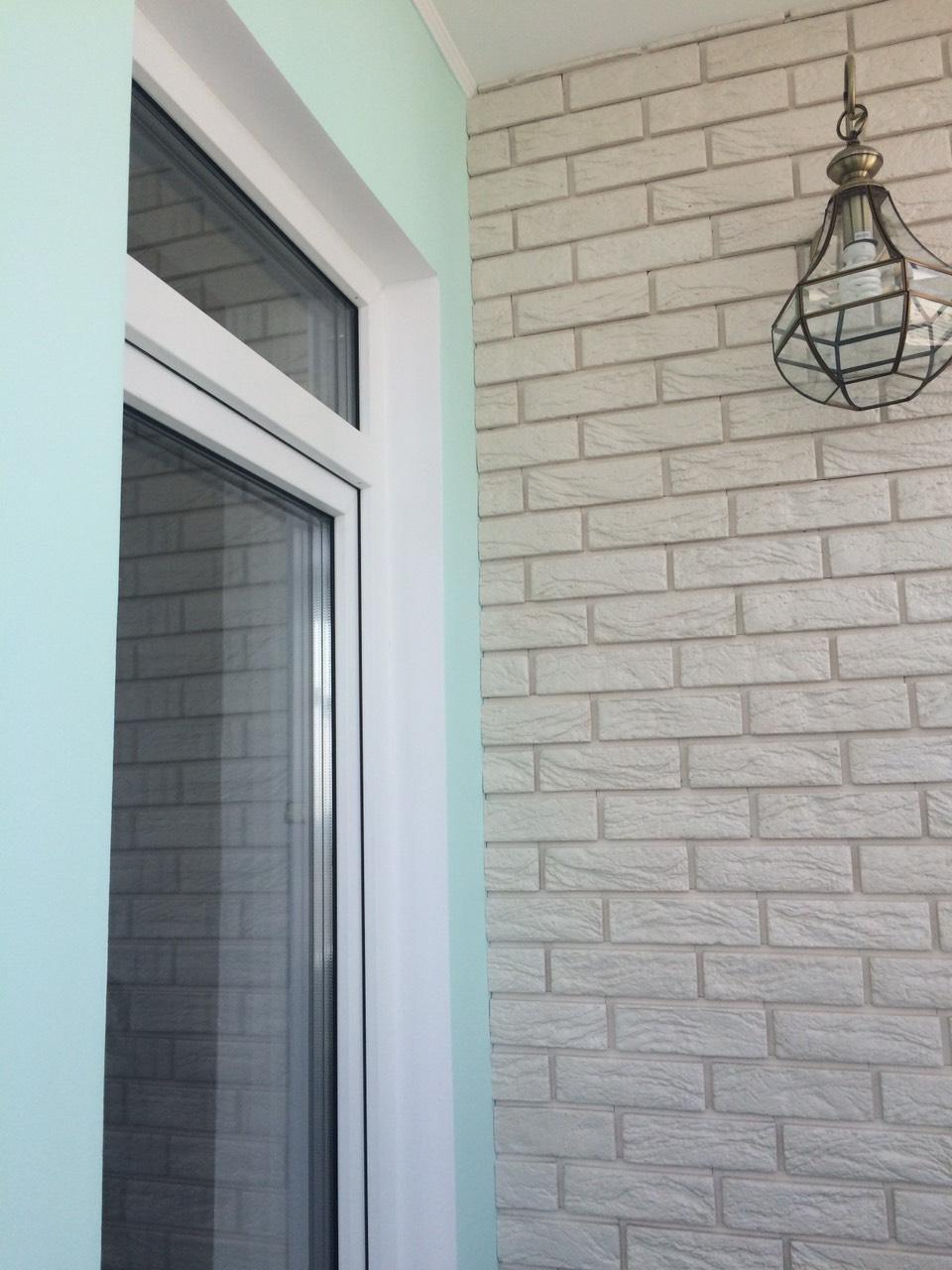 Фото Укладка гипсовой плитки, шпаклёвка, покраска стен балкона, откосы.