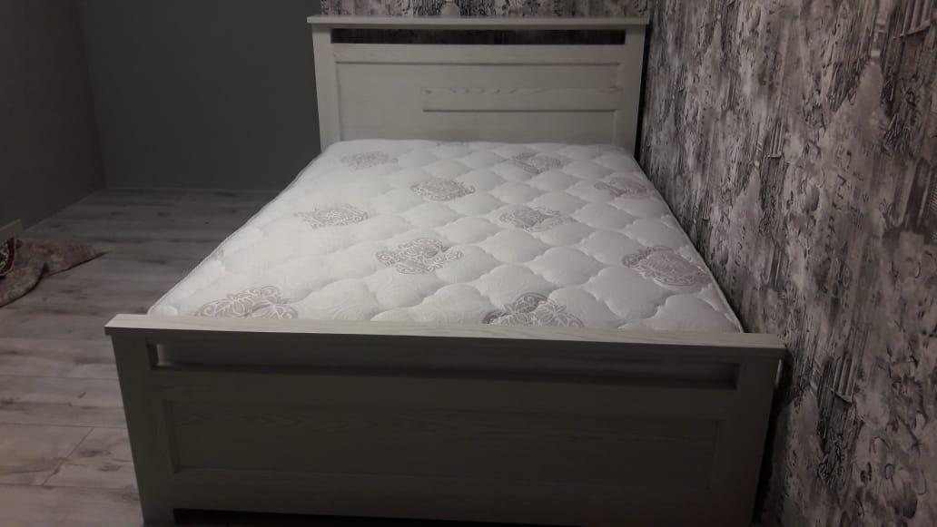 Фото Кровать из массива ясеня.Покраска эмаль с золотой патиной