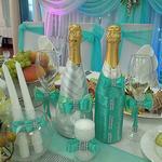 Украшение свадебного шампанского, бокалов и свечей