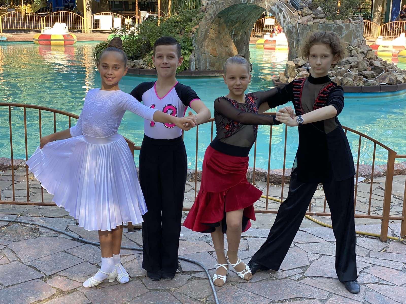 Фото Пошив костюмов для бальных танцев