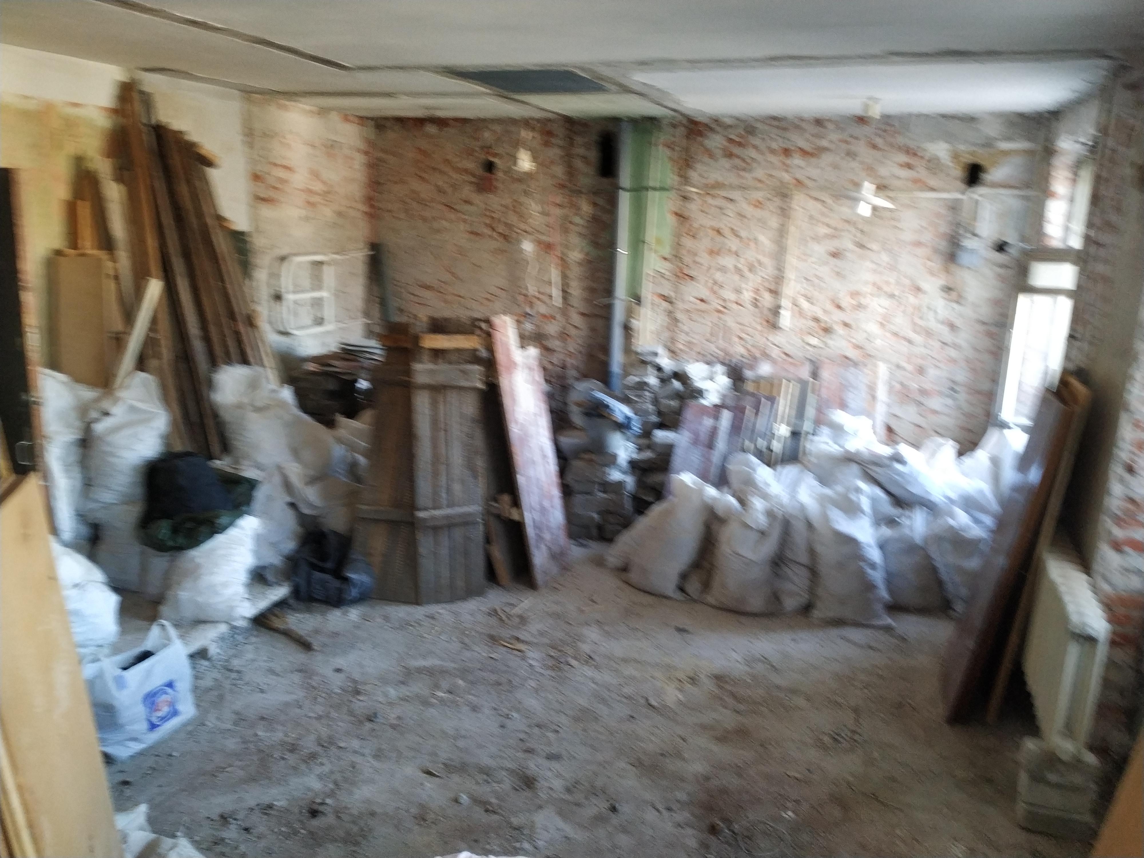 Фото Демонтаж, 2-х комнатная сталинка под капремонт. Все стены, высота потолка 4 метра, двери, дверные проемы, штукатурка по периметру, плитка, чугунные трубы, вся сантехника, стяжка под сантехкабиной, деревянный пол в остальных комнатах, откосы на входной двери и окнах, частично деревянные рамы и дверь на балкон, внутренняя их часть. ТОЛЬКО ДЕМОНТАЖ, покупка мешков и фасовка мусора. БЕЗ ВЫНОСА!!! БЕЗ ТРАНСПОРТА. Транспорт и грузчики ВАШИ, либо звоните по ОЛХ. РАБОТАЮ ОДИН, ГРОМКО, а по другому ни как, весь инструмент в наличии, есть запасной, заняло 11 дней с выходными. Принцип взаимодействия с заказчиком, забираете все ценные вещи, отдаете мне ключи и я работаю. Оплата за каждый день, либо предоплата. Фотоотчет каждый день, либо приезжаете вечером каждый день. НЕ БЕРУСЬ ЗА НЕСУЩИЕ СТЕНЫ!!! Работа тяжелая, возможны дополнительные дни для отдыха, если взялся за обьект и мы сошлись по цене, работу не бросаю и довожу до конца. Примерная оплата за день работы 800-1300 грн.