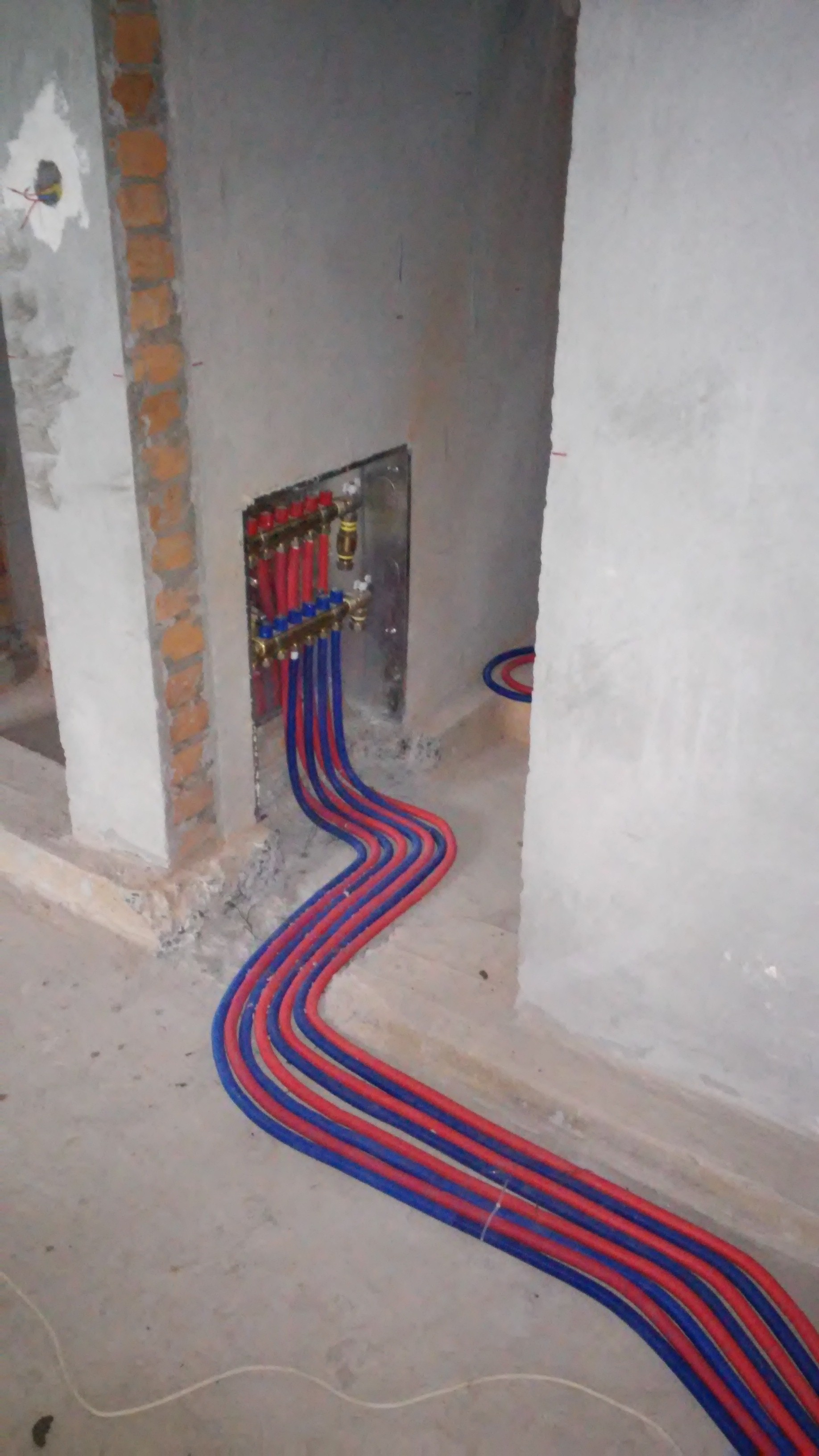 Фото Разводка труб для отопления.