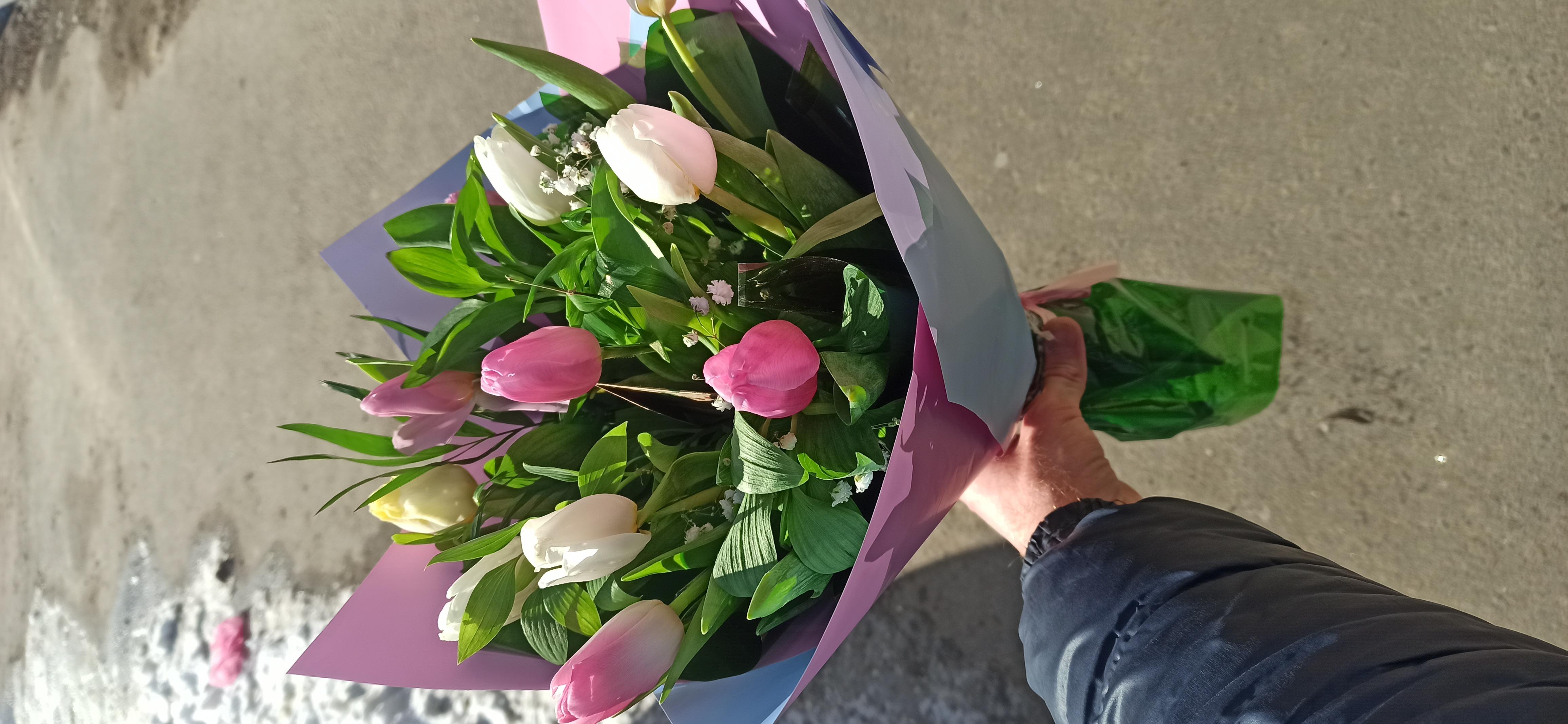 Фото Доставка тюльпанов и немножко счастья в комплекте :)