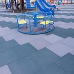 Укладка резиновой модульной тротуарной пластиковой плитки бесшовная наливная резина