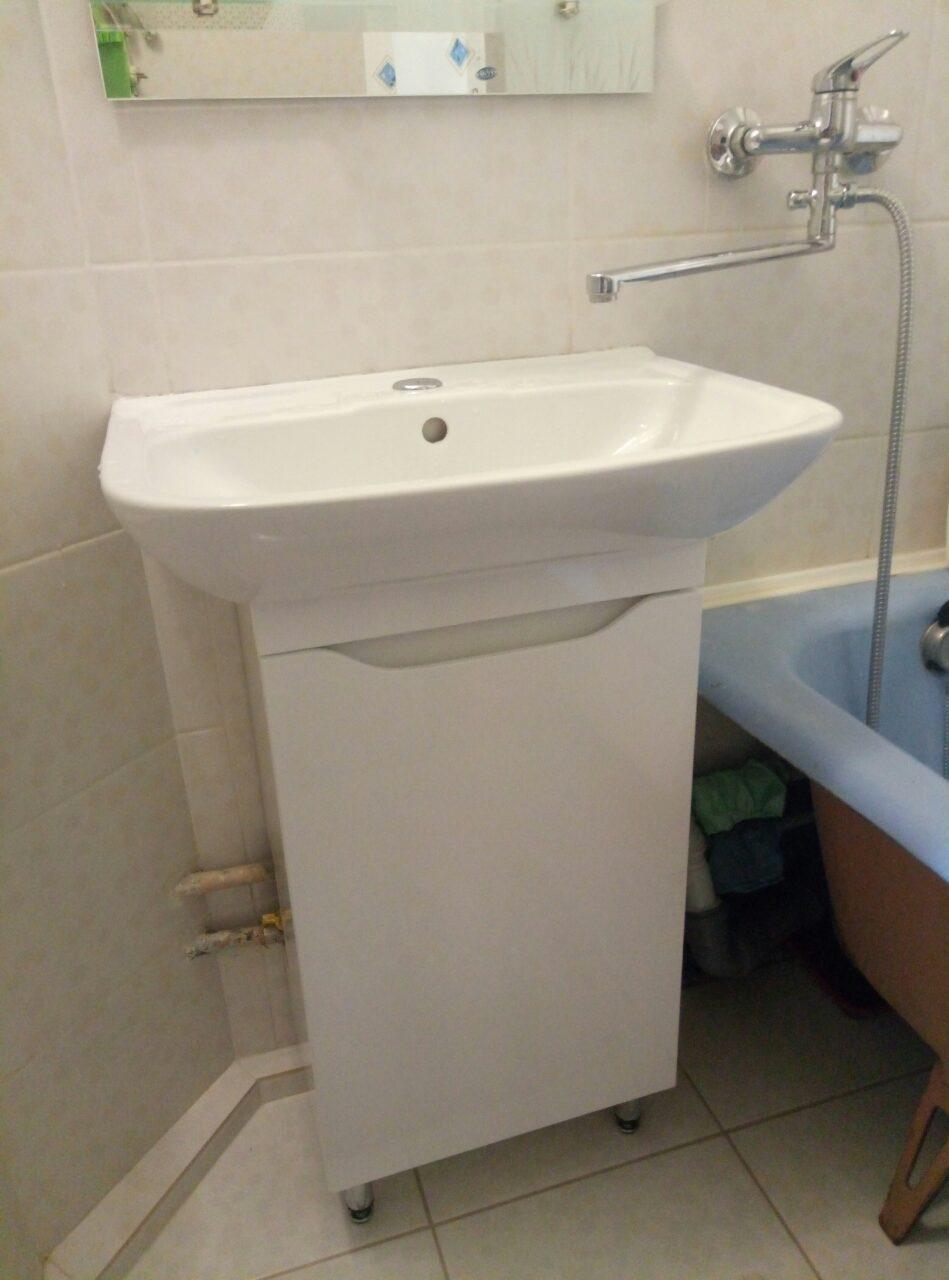 Фото Установка умывальника и тумбы в ванной