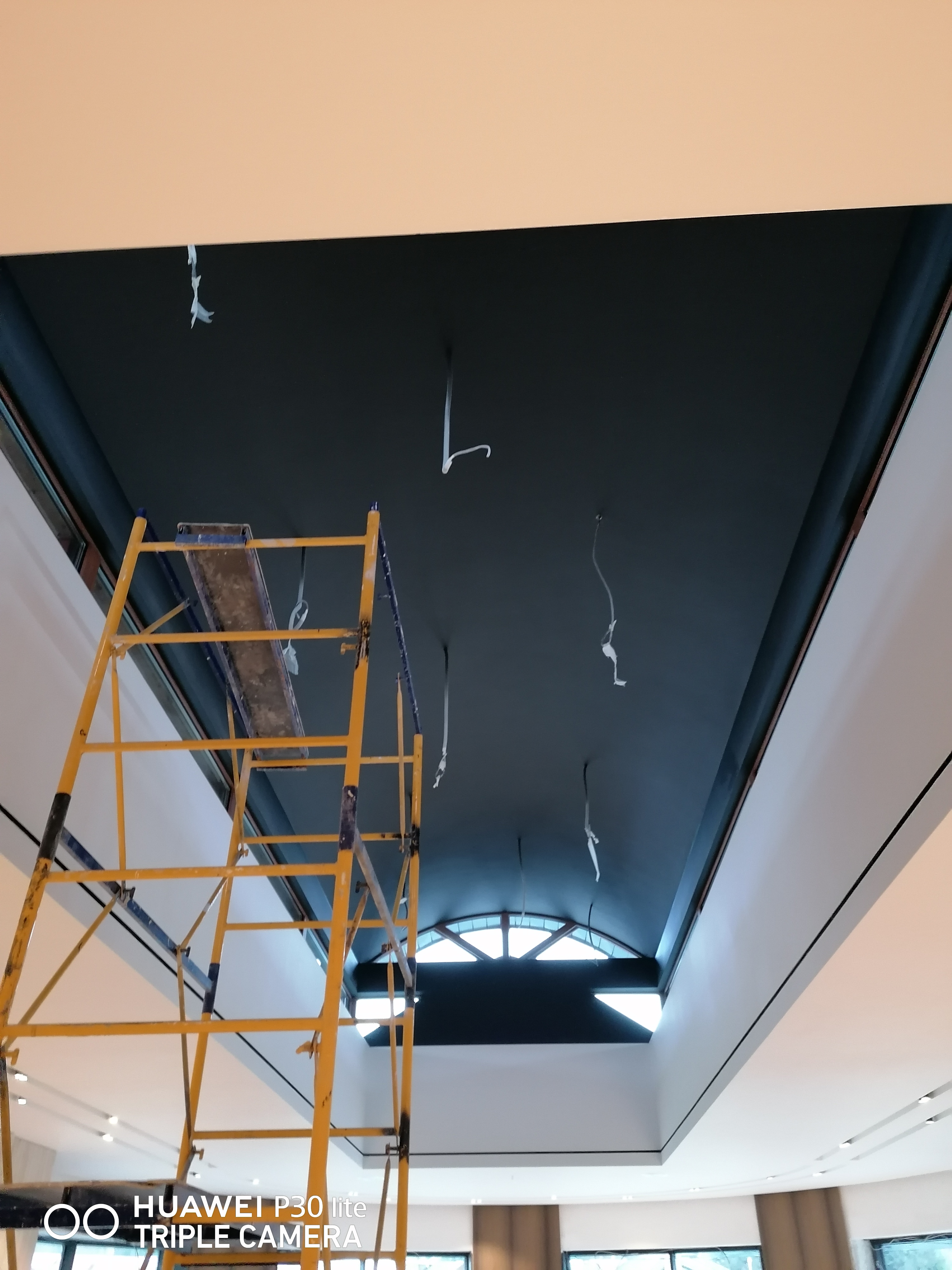 Фото Безвоздушная покраска потолка элитного  дома