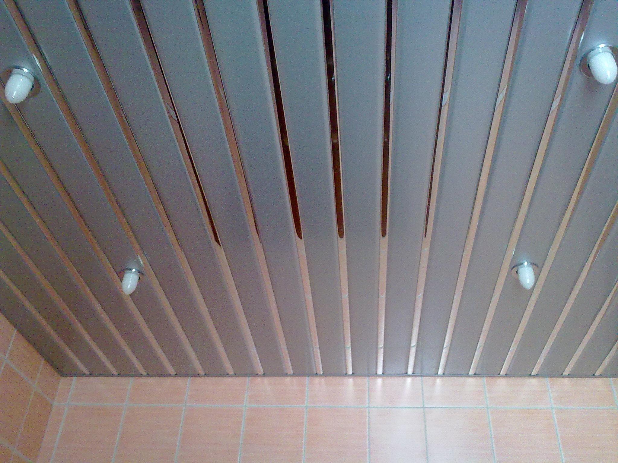 Фото Разновидность подвесного потолка в ванную