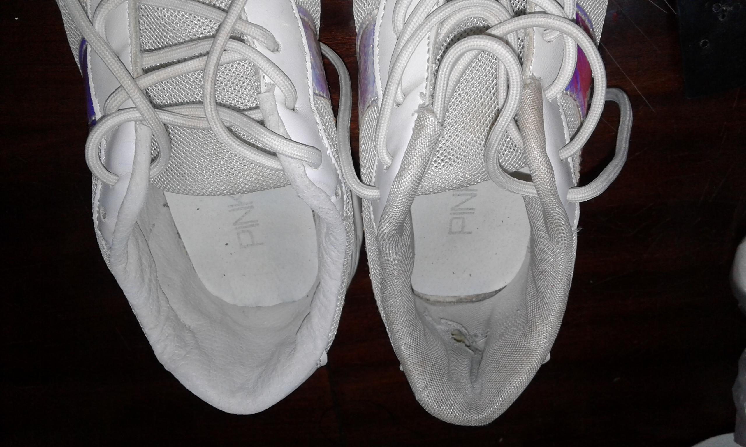 Фото Реставрация внутренней части пяток кроссовок. Работа заняла один день