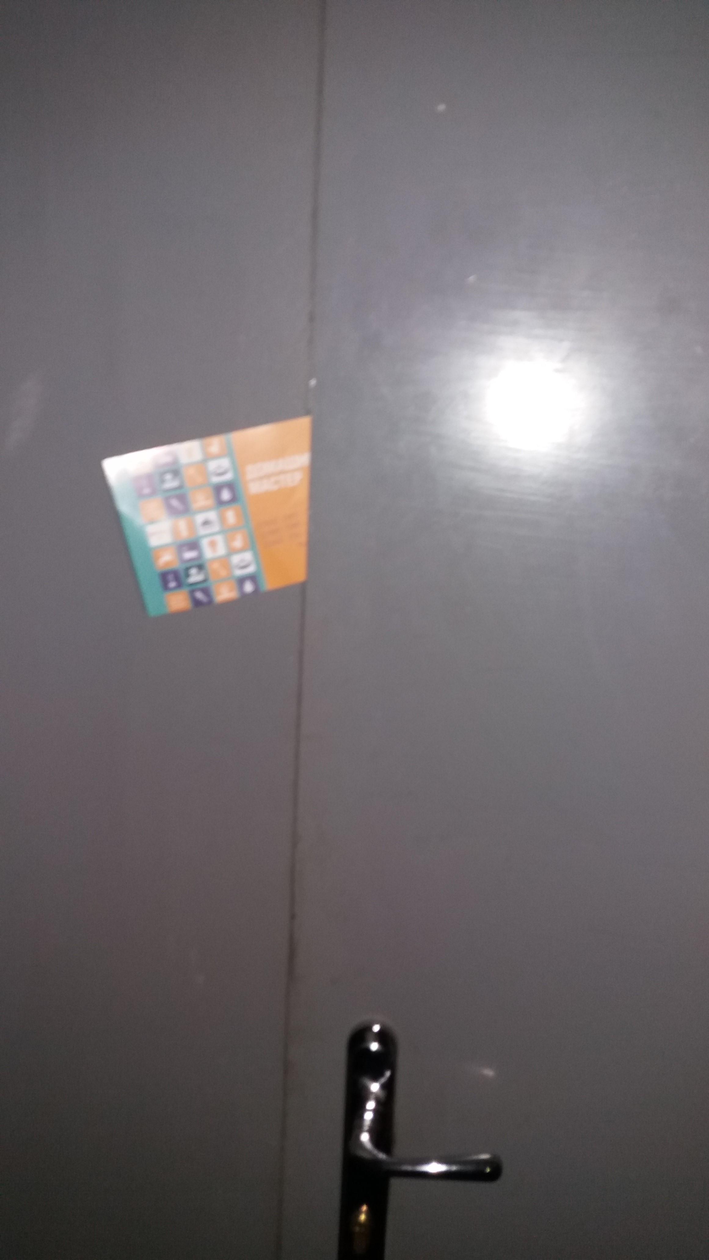 Фото Разнести листовки в двери квартир