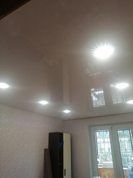 Фото Монтаж точечных светильников на натяжной потолок