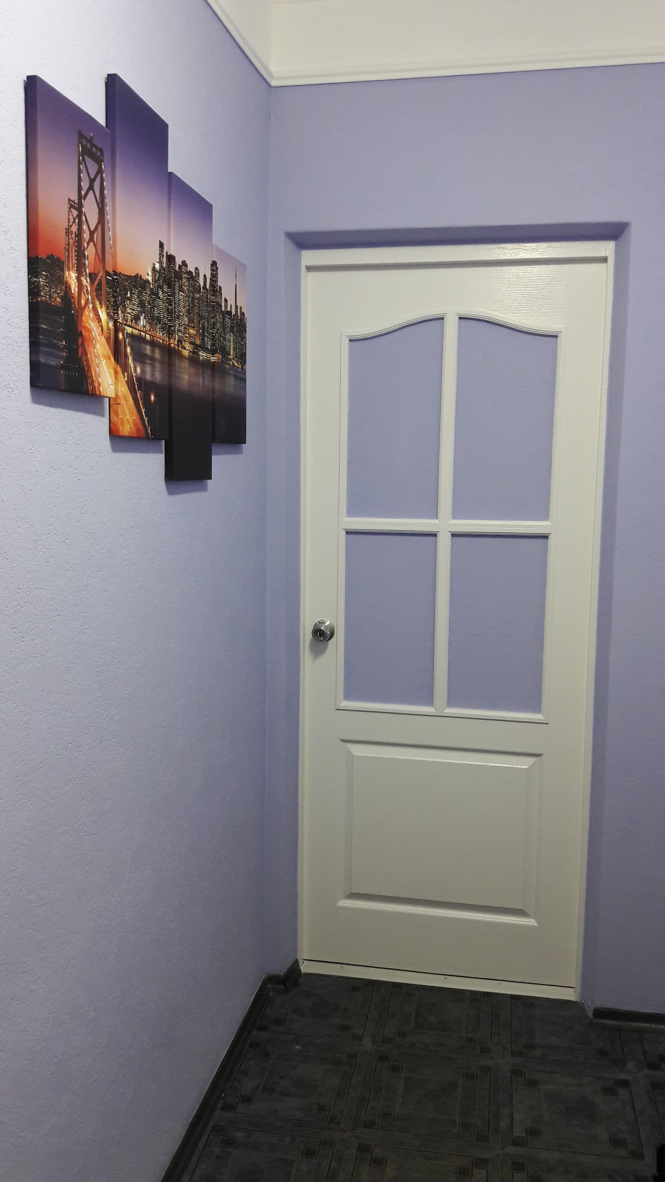 Фото Поклейка обоев под покраску,покраска обоев,реставрация и покраска межкомнатных дверей